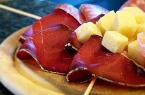 Bresaola og Casera-ost.